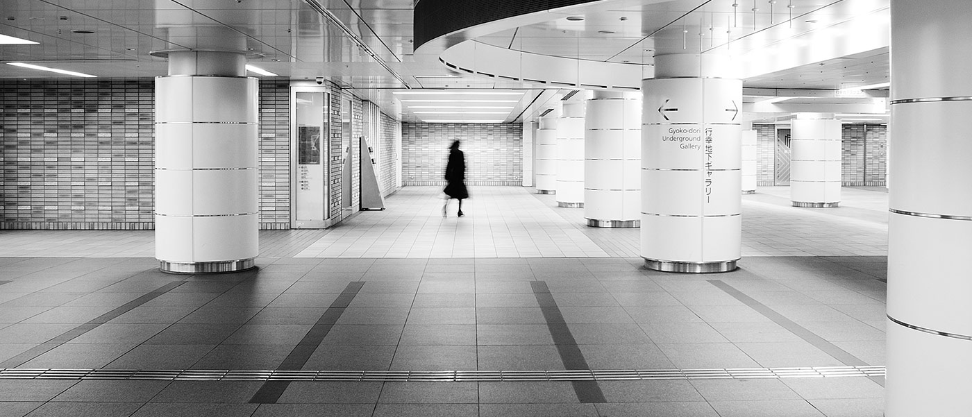 Blurs in stations: a little study of people moving around in Tokyo